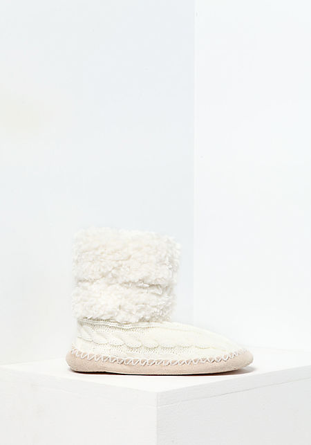 Ivory Cable Knit Bootie Slippers