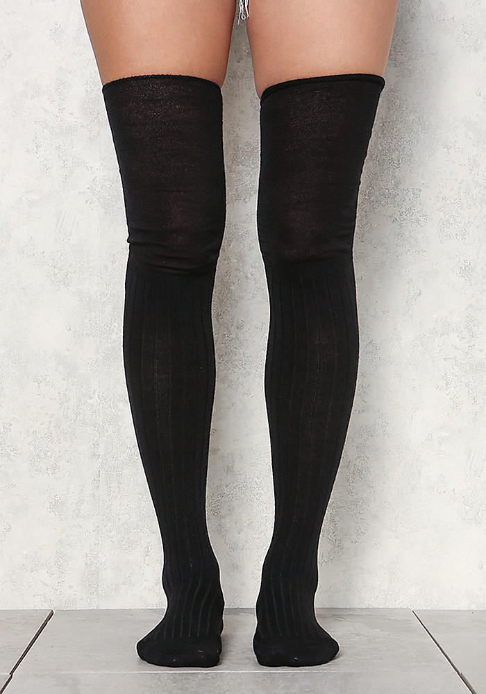 Monster High Thigh High Socks cuz itz friday night frights. Cheer 'em on in these thigh high socks that have double trouble icy stripes, and ribbed deetz for a supa cool fit.
