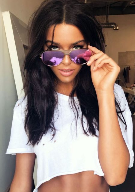 #QUAYxKYLIE Iconic Sunglasses in Gold and Purple